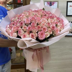 Букет из 101 розы сорта Джумилия