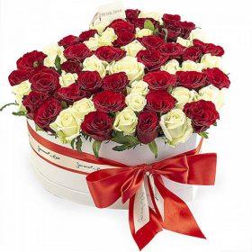 njdfh 51 роза сердце в специальной коробке