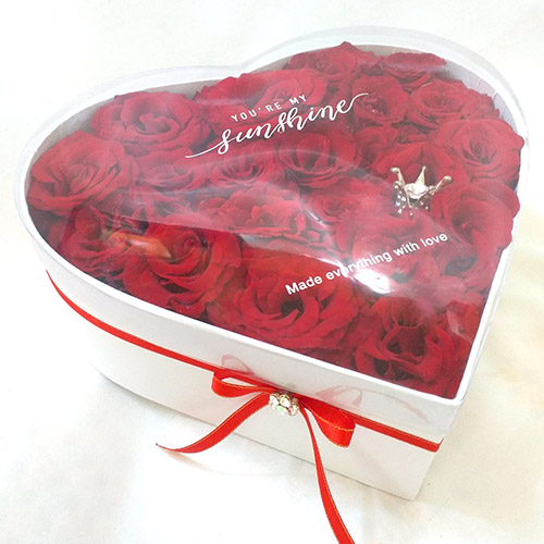 розы в коробке сердцем