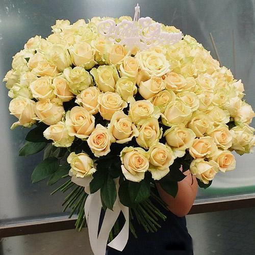 101 кремовая роза фото букета