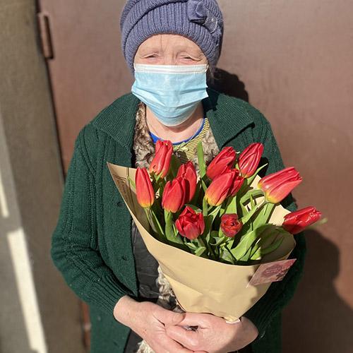 фото товара 15 красных тюльпанов